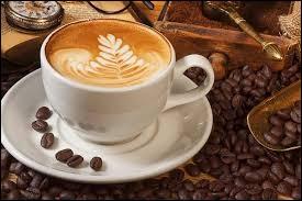 Le café est la meilleure chose pour rester éveillé.