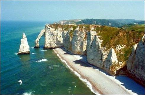 De quelles régions la Bretagne est-elle limitrophe ?
