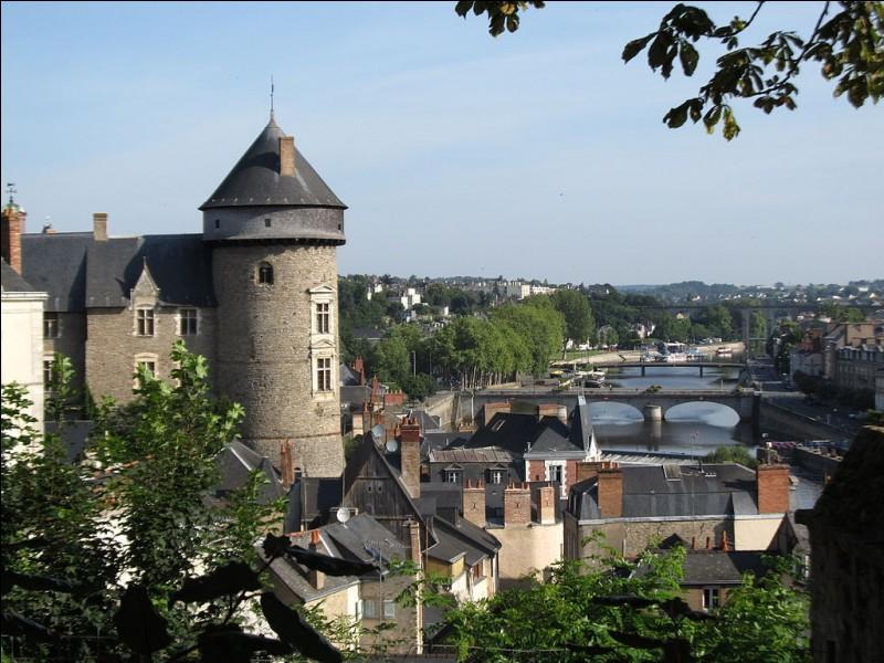 Quelle est la préfecture de la Mayenne ?