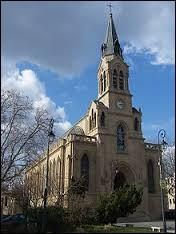 Voici l'église Sainte-Marguerite du Vésinet. Ville francilienne de l'arrondissement de Saint-Germain-en-Laye, elle se situe dans le département ...