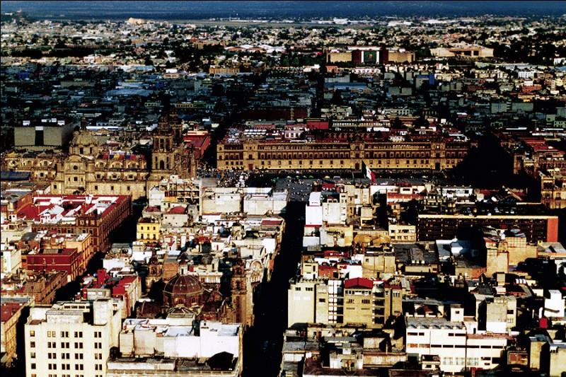 """"""" On oublie tout Sous le beau ciel ... on devient fou, Au son des rythmes tropicaux..."""" Quelle ville est sous le soleil pour Luis Mariano ?"""