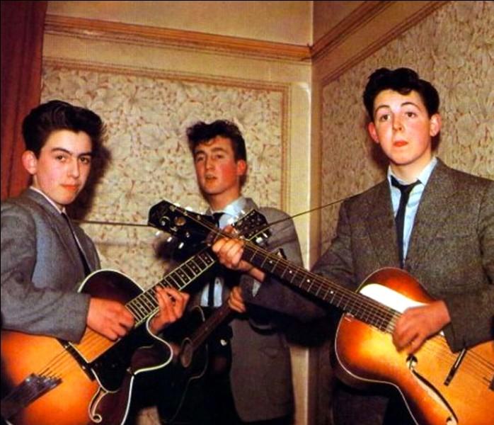 Musique - Quels musiciens mondialement connus ont débuté leur carrière dans le groupe The Quarrymen ?