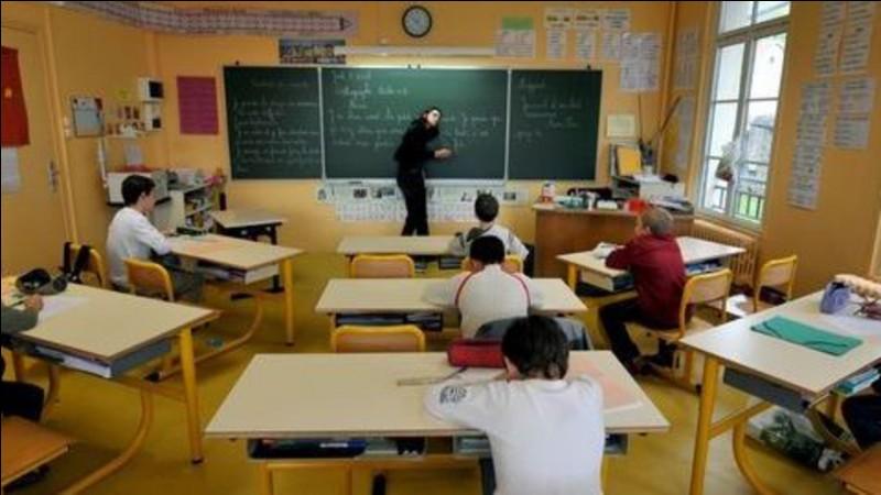 Aïe aïe aïe, la professeur de français rend les contrôles !