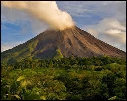 C'est en Italie que se situent les seuls volcans actifs en Europe continentale.