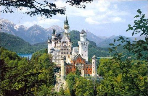 En Autriche, on peut visiter ce splendide château érigé en 1869.