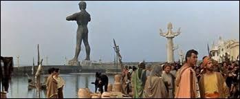 Le Colosse de Rhodes, sixième des sept merveilles du monde antique, n'existe plus de nos jours.