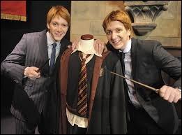 """Dans la saga """"Harry Potter"""", quel est le nom de famille de Fred et George, interprétés par les jumeaux James et Oliver Phelps ?"""