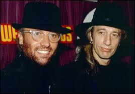 Quel est le nom de famille de Maurice et Robin, les jumeaux australiens du groupe Bee Gees ?