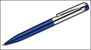UN STYLO A BILLES - On se sait jamais, elle pourrait en avoir besoin pour noter l'adresse d'un bon couturier...si elle n'est pas parvenue à bien refaire sa couture ! Pratique ce type de stylo avec sa bille dont le diamètre varie entre...