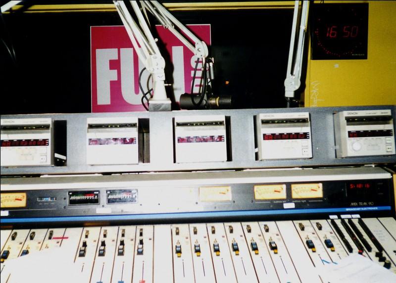 De quel réseau, les fondateurs de Fun Radio se sont-ils rapprochés en 1987 pour sauver la radio ?