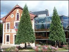 Ville francilienne de l'arrondissement de Versailles, Viroflay se trouve dans le département ...