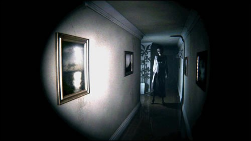 Tu entends un bruit à l'étage alors que tu es seul(e). Que fais-tu ?