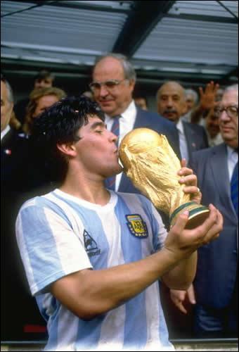Grand joueur de football argentin, actuel sélectionneur de l'équipe d'Argentine ?