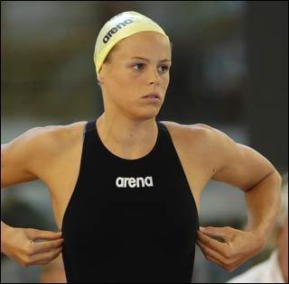 Nageuse française , médaillée aux J.O. d'Athènes en 2004 . Qui est-elle ?