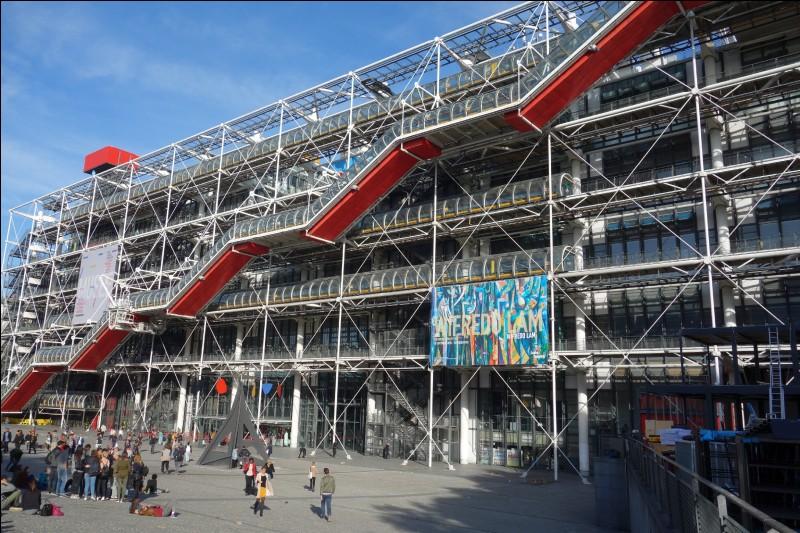 En quelle année a été inauguré le Centre Beaubourg à Paris ?