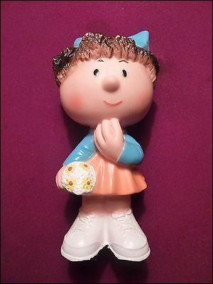 Tiens ! Qui est cette figurine ?