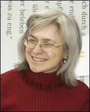 Qui se souvient d'Ana Politkovskaia ? Son assassinat sous les murs du Kremlin il y a dix ans avait suscité beaucoup d'émoi. Quel était le sujet de ses enquêtes ?