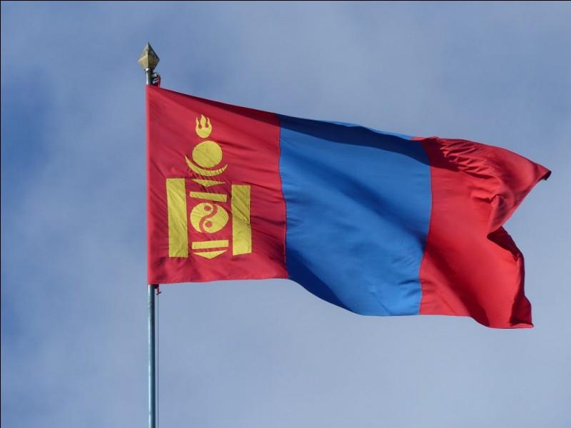 Au début des années 30, Roy Chapman Andrews n'était plus accepté en Mongolie et a été accusé d'avoir...