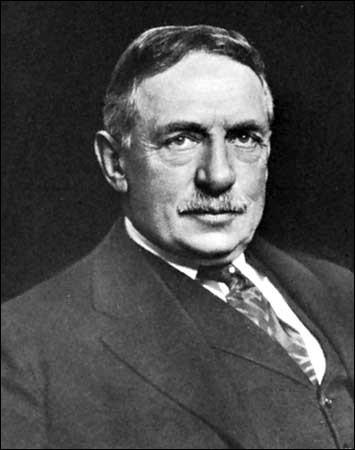 Walter Granger travaillait, à l'époque, pour Henry Fairfield Osborn (1857-1935). Il avait été engagé pour...