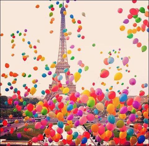 """Qui est l'auteur de """"Paris est une fête"""" ?"""