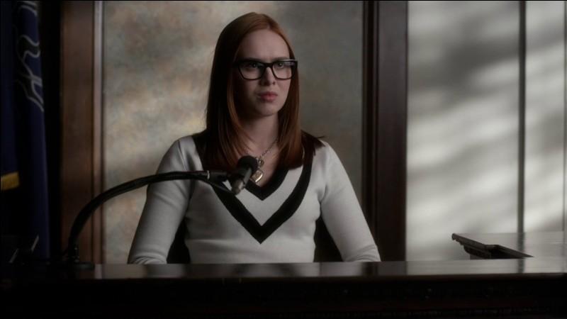 """Qui est venue à Rosewood après la """"mort"""" de Mona pour soutenir sa mère ?"""