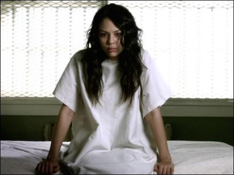 Pourquoi Mona va-t-elle à Radley ?