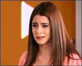 Comment Violetta découvre-t-elle qu'Angie est sa tante ?