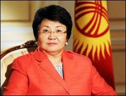 """Roza Otounbaïeva a présidé un gouvernement provisoire au Kirghizistan de 2010 à 2011. Combien d'États souverains ont-ils un nom se terminant par """"stan"""" ?"""