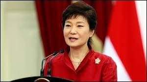 Park Geun-hye dirige la Corée du Sud depuis 2012. Elle connait la France car elle a fait une partie de ses études à Grenoble qui se situe en...