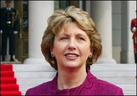 Lors de sa présidence, de 1997 à 2011, Mary McAleese a milité pour la réunification de l'Irlande, pays composé de 4 provinces. Cherchez l'intruse.