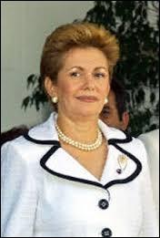 Mireya Moscoso fut présidente de Panama de 1999 à 2004. Le canal qui fit la renommée du pays fut percé (au début) par Ferdinand de...