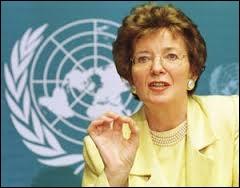 De 1990 à 1997, Mary Robinson fut présidente de la république d'Irlande. Elle a étudié à Dublin au célèbre...