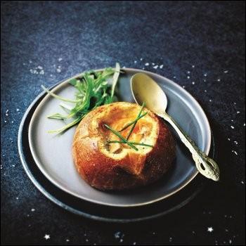 Une variante afin de servir le foie gras et les œufs dont le blanc sera tout juste pris. Quelle est cette préparation ?