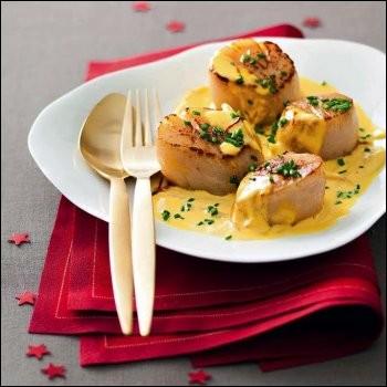 Vous avez reconnu les coquilles Saint-Jacques poêlées, joliment nappées d'une sauce jaune. Qu'est-ce qui lui donne cette couleur ?