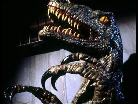 """Après avoir vu l'affiche du film """"Carnosaure"""", certaines personnes pourraient croire que le Carnosaure est un dinosaure. En réalité son titre fait référence à un groupe, aujourd'hui abandonné par la communauté scientifique. Ce film au budget très modeste a été créé dans le simple but de surfer sur le sucés du blockbuster Jurassic-Park. Il s'agit de ce fait d'un..."""