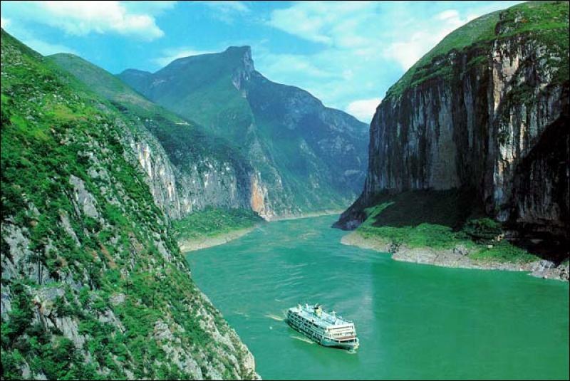 """Y - Le """"Yangzi Jiang"""", autrefois appelé le fleuve Jaune, est le plus long fleuve d'Asie."""