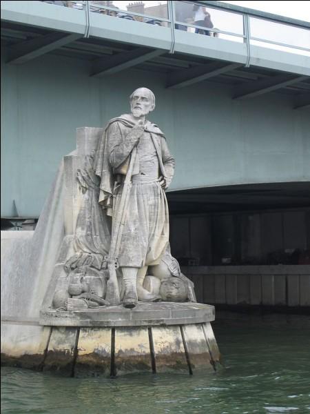 """Z - Le """"zouave"""" du Pont de l'Alma à Paris permet de mesurer visuellement le niveau des crues de la Seine."""