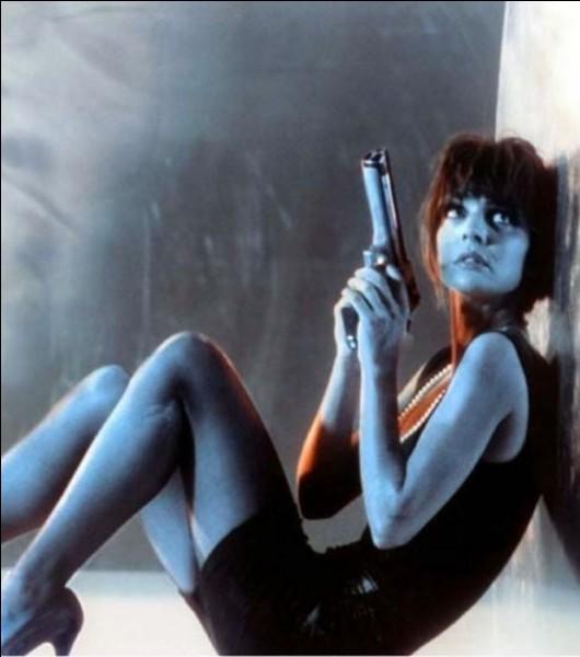 """N - Luc Besson a réalisé le film """"Nikita"""" sorti en 1990."""