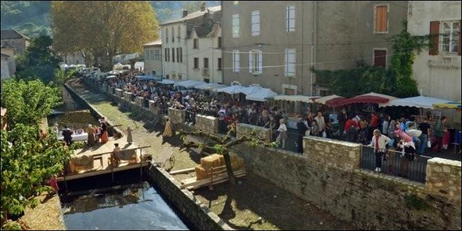 Que fête-t-on, en octobre, à Saint-Pons-de-Thomières, petite ville de la Montagne Noire ?