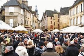 Que fête-t-on à Sarlat-la-Canéda à la mi-janvier ?
