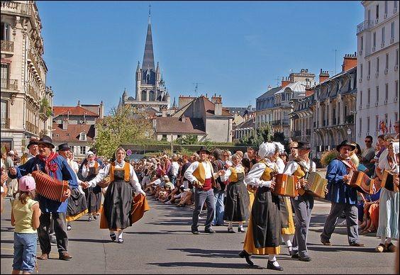 Quelle est cette fête qui se tient à Dijon, à la fin août ?