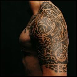 A qui appartient ce tatouage ?
