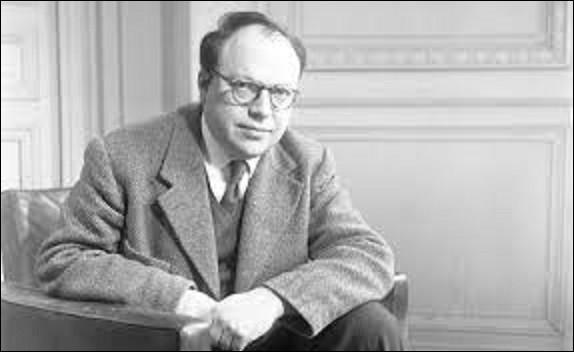 """Robert Antelme, né le 05 janvier, à Sartène (Corse-du-Sud), est un poète, écrivain et résistant. Il sera, durant la Seconde Guerre mondiale, déporté dans les camps de Buchenwald et de Dachau. Auteur, notamment, d'un livre qui fait encore référence de nos jours sur les camps de concentration s'intitulant """"L'espèce humaine"""", publié en 1947, de quelle écrivaine fut-il l'époux de 1939 à 1947 ?"""