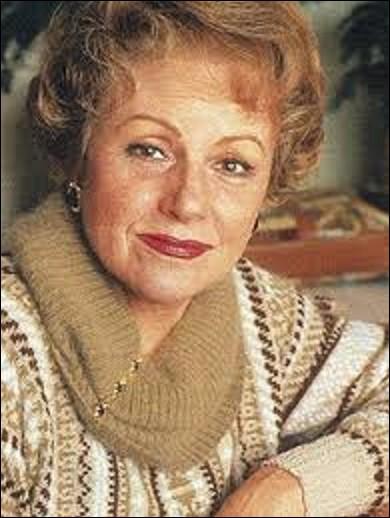 """Odette Laure, de son vrai nom Odette Dhommée, est une actrice née le 28 février à Paris. Tournant dans 27 films comme """"Le Viager"""", en 1972, ou """"Le Bal des casse-pieds"""", en 1992, elle joue également dans plusieurs pièces de théâtre, séries et téléfilms. En 1991, elle reçoit le César de la meilleure actrice dans un second rôle, d'un film du réalisateur Bertrand Tavernier ; lequel ?"""