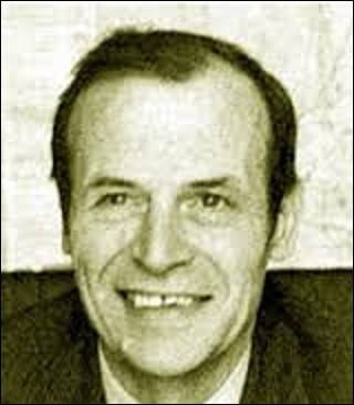 """Né à Levallois-Perret, le 11 avril, Raymond Marcillac était un journaliste. Dénicheur de talents, il découvrira, entre autres, Léon Zitrone, Roger Couderc, ou Thierry Roland. Créateur d'émissions comme """"Télé Dimanche"""", en 1959, il lance, en 1961, avec l'aide du fondateur du journal """"L'Équipe"""", Jacques Godet, un magazine de reportages qui restera à l'antenne durant dix ans et qui s'intitulait :"""