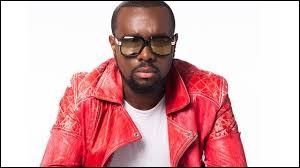 Quel est le nom de ce rappeur français qui porte toujours des lunettes en public ?