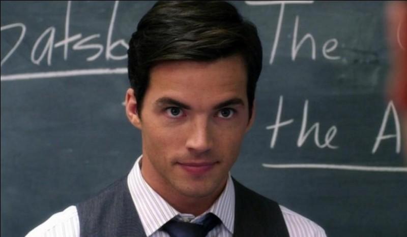 Quel acteur joue le rôle d'Ezra Fitz ?