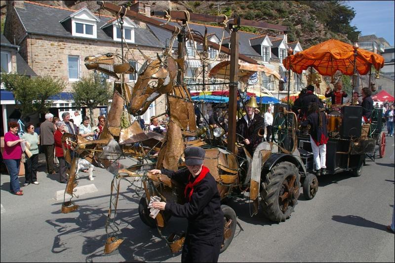 Fin avril, la commune d'Erquy, dans les Côtes d'Armor, fête la fin de la campagne de pêche d'un mollusque. Quelle est cette fête traditionnelle ?