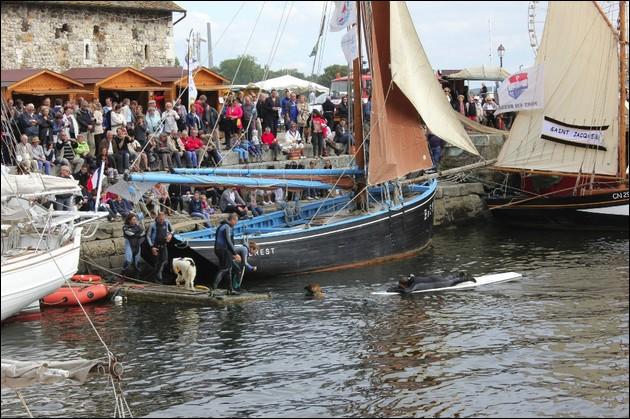 Quel crustacé est fêté fin septembre ou début octobre à Honfleur, sur la côte normande ?