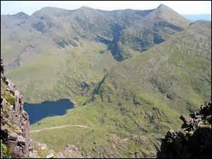 Quel est le nom du plus haut sommet d'Irlande ?